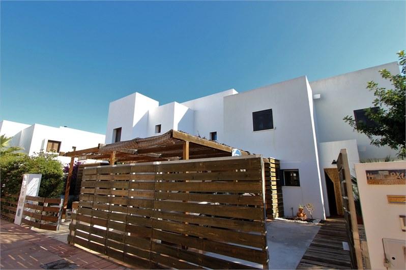 Casa con parcela y piscina en Rodalquilar